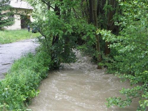 Řádění vodních toků Obůrku a Dřevnice v Želechovicích nad Dřevnicí a v Lužkovicích dne 2.6.2010.